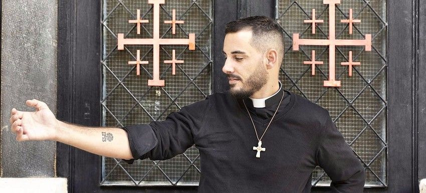 Un Tatuaje Cristiano En Tierra Santa Costumbre Que Crece Entre