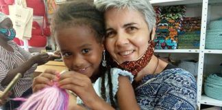 La vallisoletana Alicia Vacas, misionera comboniana, con familias africanas pobres en Tierra Santa