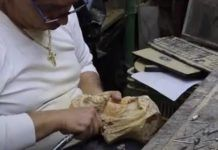 Artesanos de madera de olivo en Belén, casi todos cristianos de lengua árabe