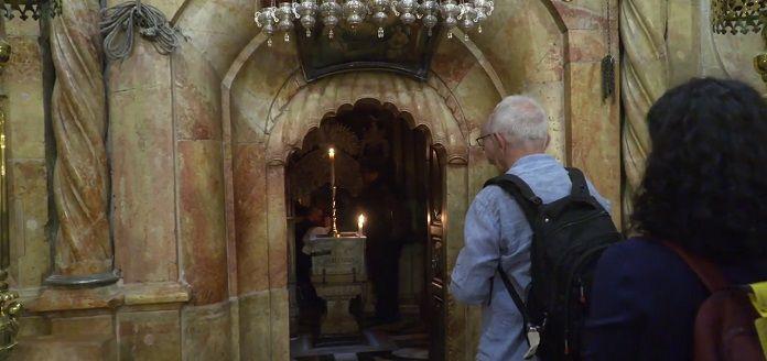 Peregrinos católicos en el Santo Sepulcro, los primeros en más de un año